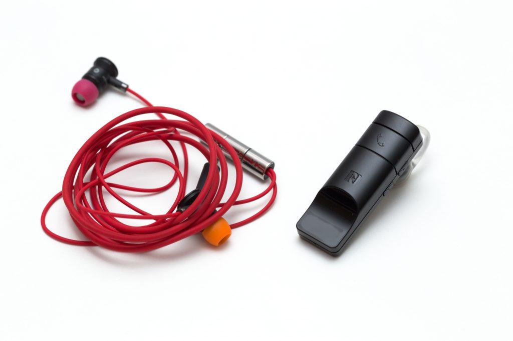 Bluetoothと有線の違い。選ぶならどちらの機器?
